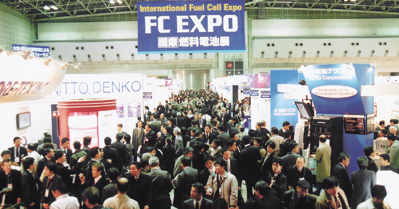 2005年開催 第1回スマートエネルギーWeek会場内の様子。